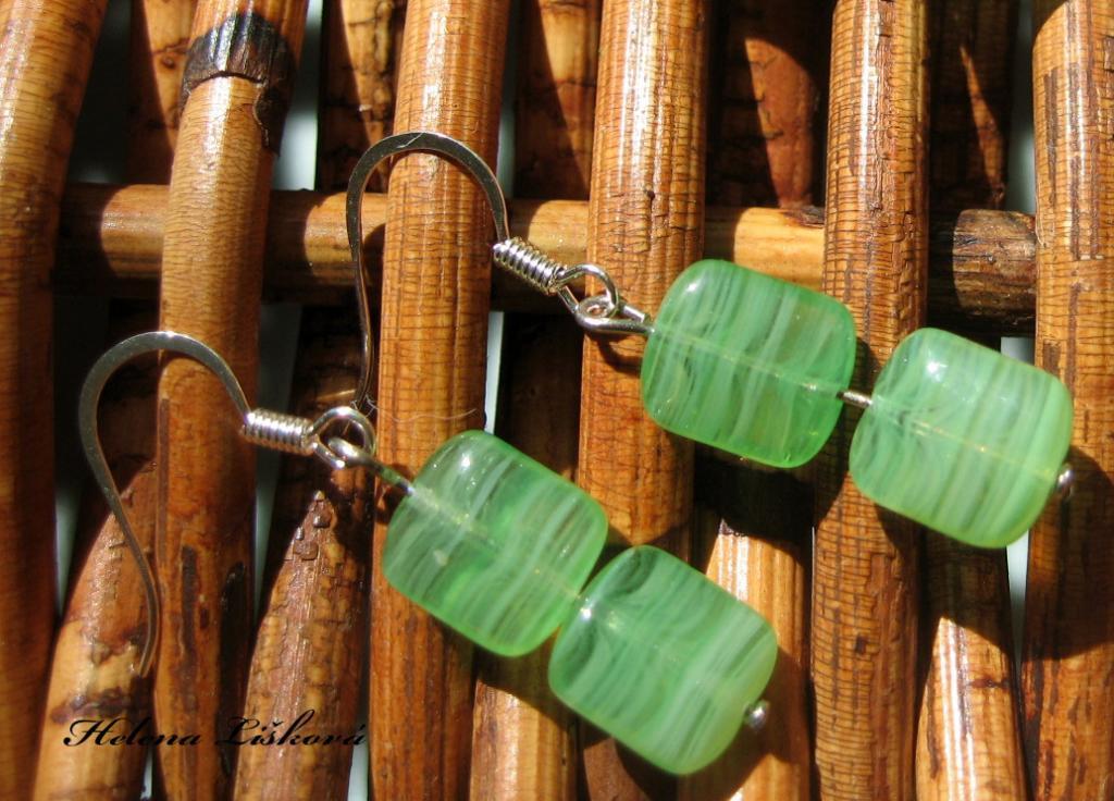 a k zelenému náhrdelníku i naušnice